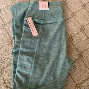 VS Essential Leggings